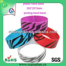 custom debossed silicone plastic hand band/wristband/bracelet