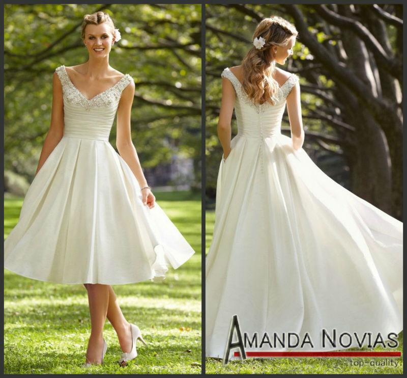 Elaborate v neck straps floor length chocolate mother of brides cream wedding dress