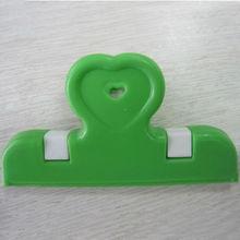 En plastique clips bureau de l'école utilisation de papier