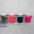 Caneca de café cerâmica com capa de malha manga