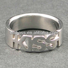 2013 fashion wholesale cutout kiss stainless steel ring (HR10020)