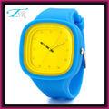 nuevos productos baratos 2013 reloj de goma intercambiables con banda de silicona y la cara grande para los adolescentes de mayor venta