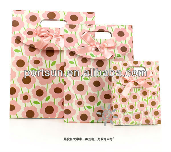 cartoon and creative gift paper bag with bowknot