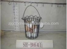 Mejor venta 10'' hechos a mano canasta de alambre w/12 piezas de huevos de madera