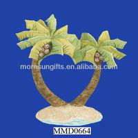Delicate palm tree wedding cake decoration