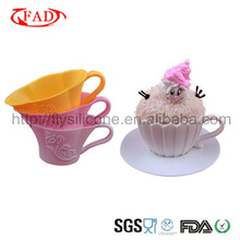 2013 Popular Items Cute Shape Silicone Baking Molds With Plastic Saucer