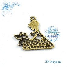 Retro Style Atq Silver Tone Alloy Cute Pretty Girl Charm Kid Pendant