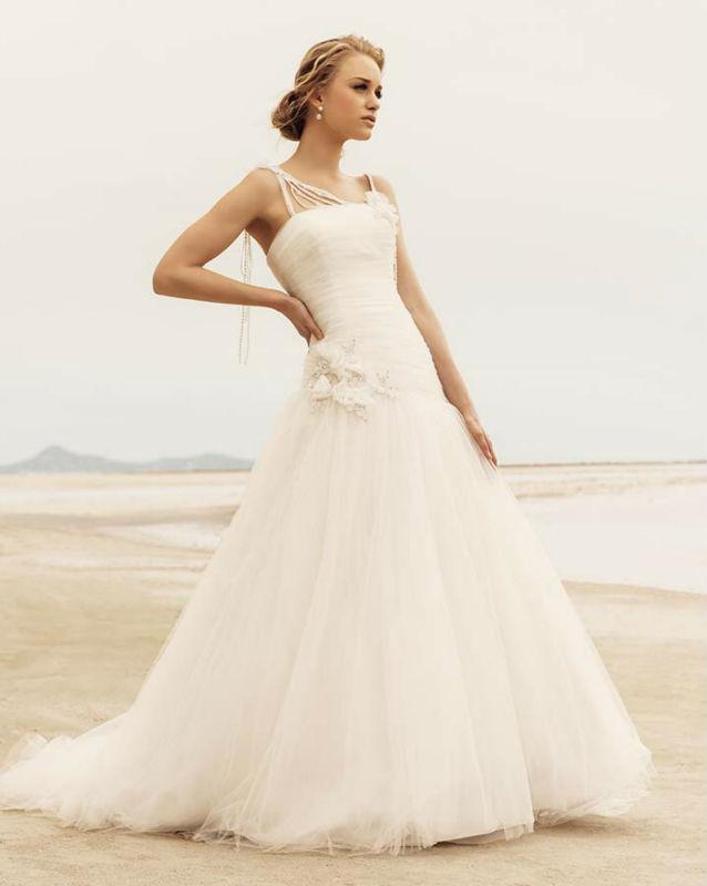 Elegant Wedding Dresses For Young Brides 35
