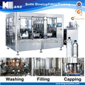 El agua pura/agua mineral de llenado de la máquina