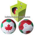 B001 4 pulgadas de peluche de canadá bandera del balón de fútbol con display embalaje