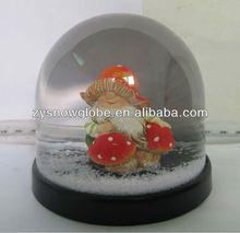 9*9*8.2cm snow globe with 3D dwarf inside