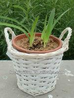 Wholesale graceful white wicker garden flowerpot stand for decoration