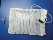 Push-pull valve urine bag