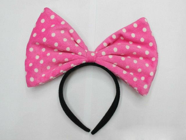 Arco de la venda grande del bowknot de los lunares de color rosa .