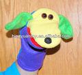 cachorro brinquedo fantoche de mão em material de feltro e cores ricas