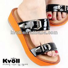 Enamel platform shoes with buckle