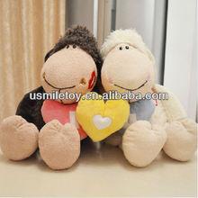 giorno di san valentino farcito pecore coppia con cuore giallo