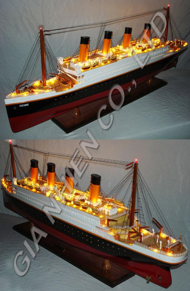 Rms titanic avec lumières. bateau, modèle- bateau,- décoration en bois d'artisanat en bois