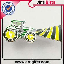 2014 Cheap fashion metal car lapel pins