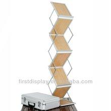 Zigzag folding Literature Stand