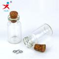 pequeña botella de vidrio con corcho