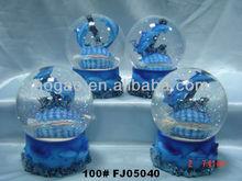 polyresin souvenir dolphin snow dome