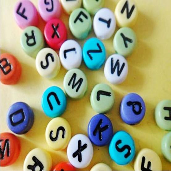 Akrilik alfabe boncuk/akrilik mektubu boncuk/4*7mm akrilik boncuk