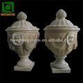 Mão de mármore esculpido vaso com cabeça de leão