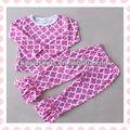 Elegante rosa pastel quadrifólio applique outfit. Atacado quadrifólio camisa e calça com 8cm ruffle dupla em conjunto