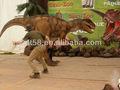 現実的な2013最新恐竜衣装を歩く