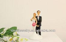 Romantic bride abuse groom wedding gifts resin pelican figurine wedding cake topper