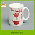 Coração vermelho em forma de canecas de cerâmica, chaning cor caneca com a impressão de coração, t/t