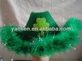 st patrick día verde de fieltro sombrero de vaquero con la iluminación del trébol