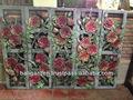scultura di pietra pareti interne in mattoni decorativi fiori di rosa rossa foto