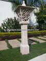 sculpté à la main lampe de jardin en grès