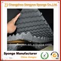La prueba de sonido de la espuma/material acústico de la esponja de onda