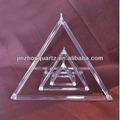 pirámide de canto de cristal de cuarzo con generadores de energía