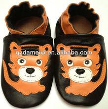 Zapatos de bebé de la fábrica