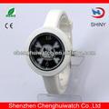 Artículos de lujo lindo diseño esqueleto blanco y negro a prueba de agua reloj niño