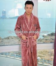 Moda coral fleece hotel coro traje para hombre con bordado