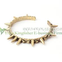 2013 wholesale vintage handmade jewelry alloy spikes bracelets!! Women's fashion bangles rivets spikes bracelets bulk wholesale!