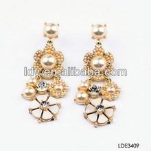 2014 wholesale lastest design big pearl gold rhinestone noble earring for women
