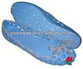 homem confortável tamancos de madeira para calçados e promoção