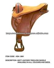 Endurance horse treeless saddle .