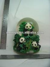 2014 Fashion new design pretty resin crafts best selling panda snow ball
