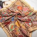 Famosa marca de design pescoço dress for moda feminina sob cachecol