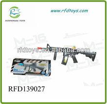 พลาสติกb/oปืนด้วยแสงและเสียงเพลงของเล่นไฟฟ้าปืนสำหรับขายส่ง