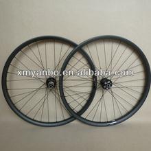 Bon pneu roues carbone 29er 32h 23.5mm profondeur avec hub novatec rayons et le pilier