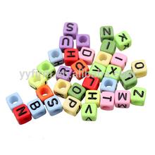 Ingrosso perle di grosso, 6*6mm massa acrilica alfabeto lettere, misto perline lettera per creazione di gioielli