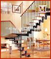 Casa scala in acciaio scale di legno interne, progettazione scala in ferro battuto